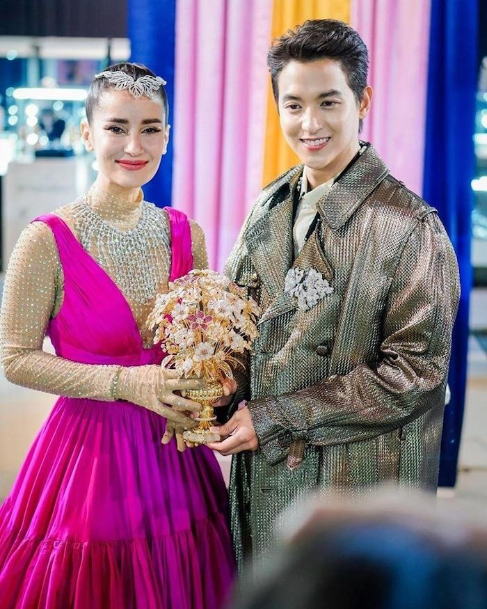5 cặp đôi 'phi công trẻ lái máy bay bà già' mới trên màn ảnh Thái Lan năm 2020 - 2021 - Ảnh 7