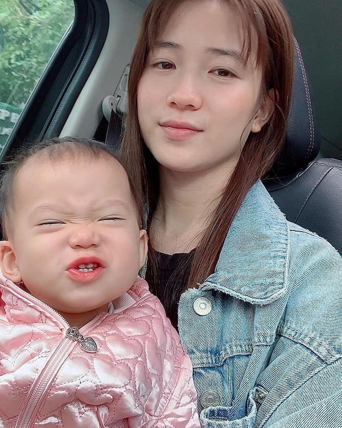Con gái JustaTee ngày càng 'mặn mà' đáng yêu, không hổ danh 'em bé vàng trong làng meme' - Ảnh 5