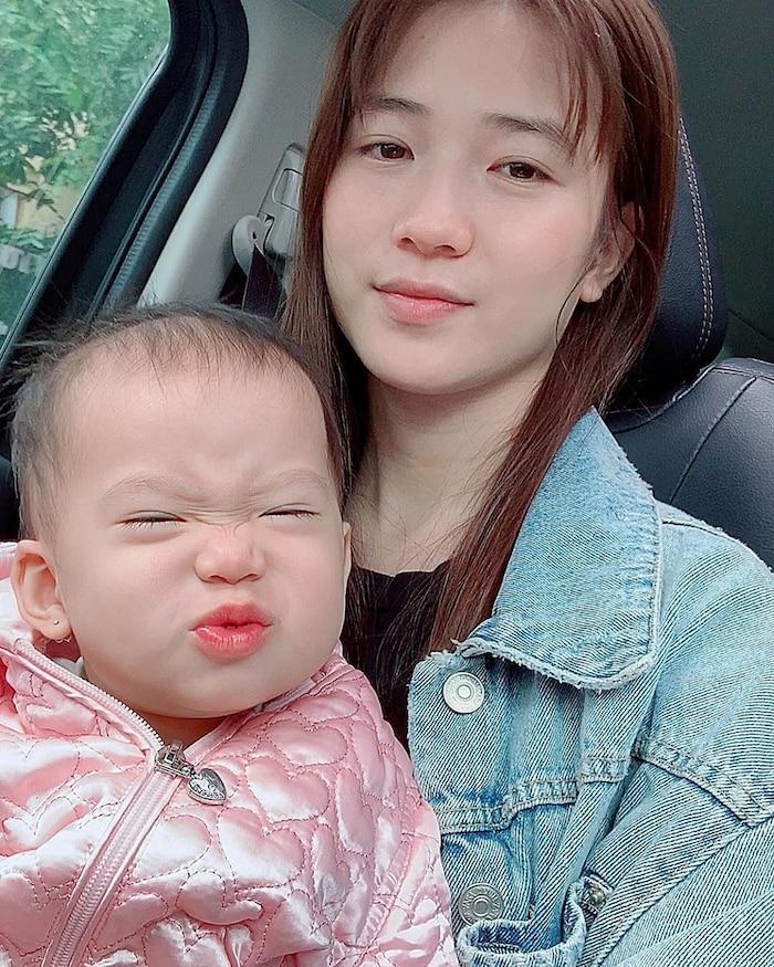 Con gái JustaTee ngày càng 'mặn mà' đáng yêu, không hổ danh 'em bé vàng trong làng meme' - Ảnh 6