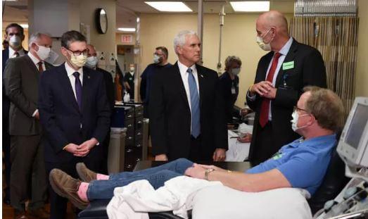 Covid-19: Phó Tổng thống Pence không chịu đeo khẩu trang tại bệnh viện - Ảnh 1