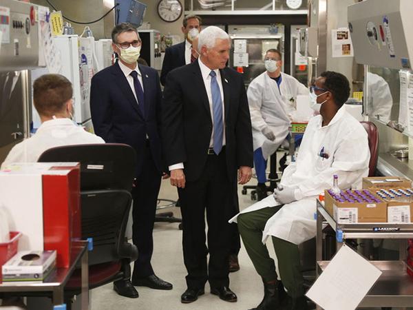 Covid-19: Phó Tổng thống Pence không chịu đeo khẩu trang tại bệnh viện - Ảnh 2