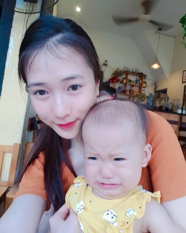 Con gái JustaTee ngày càng 'mặn mà' đáng yêu, không hổ danh 'em bé vàng trong làng meme' - Ảnh 10