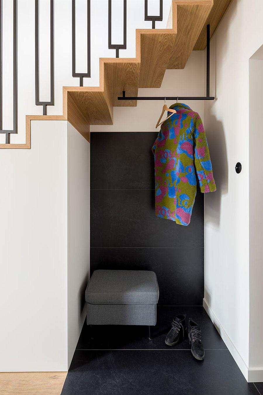 Căn hộ nhỏ xíu cực xinh xắn với tầng lửng màu đen và trắng ấn tượng - Ảnh 1