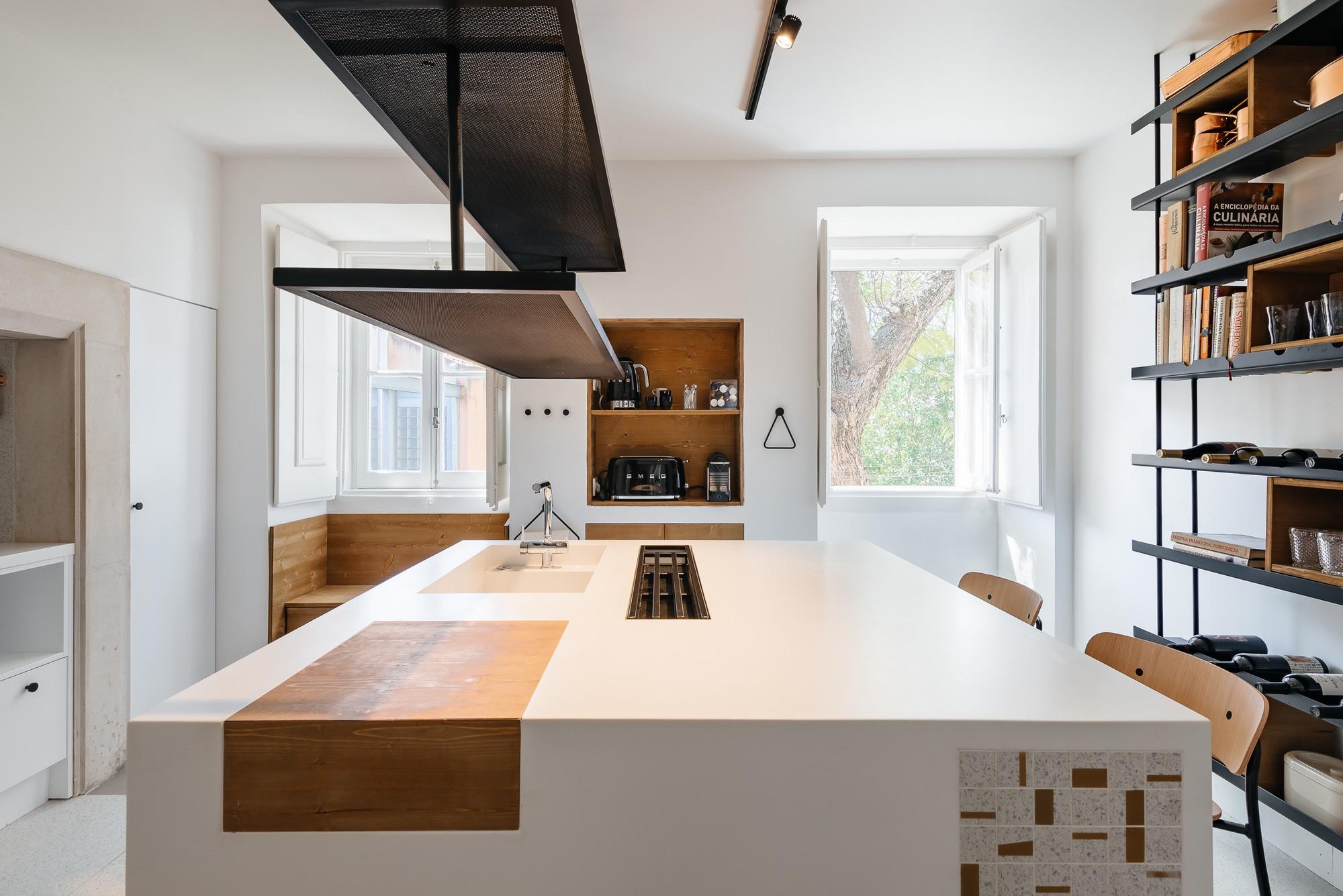 Khác với tính lịch sử của cả tòa nhà, căn hộ này mang nét đẹp đối lập hoàn toàn khiến ai nhìn một lần cũng khó lòng rời mắt - Ảnh 7