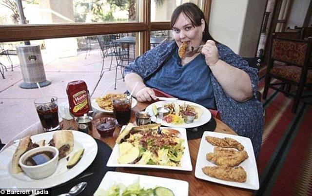 Người phụ nữ nặng 272 kg từng bị chồng sắp cưới ruồng bỏ vì dám giảm cân - Ảnh 4