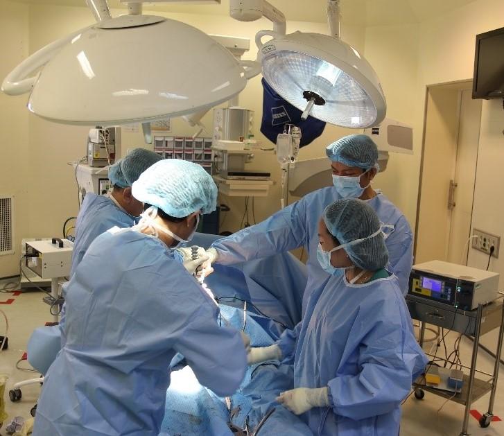 Thay lại khớp háng thành công cho người bệnh sau nhiều lần phẫu thuật nhiễm khớp háng nhân tạo - Ảnh 1