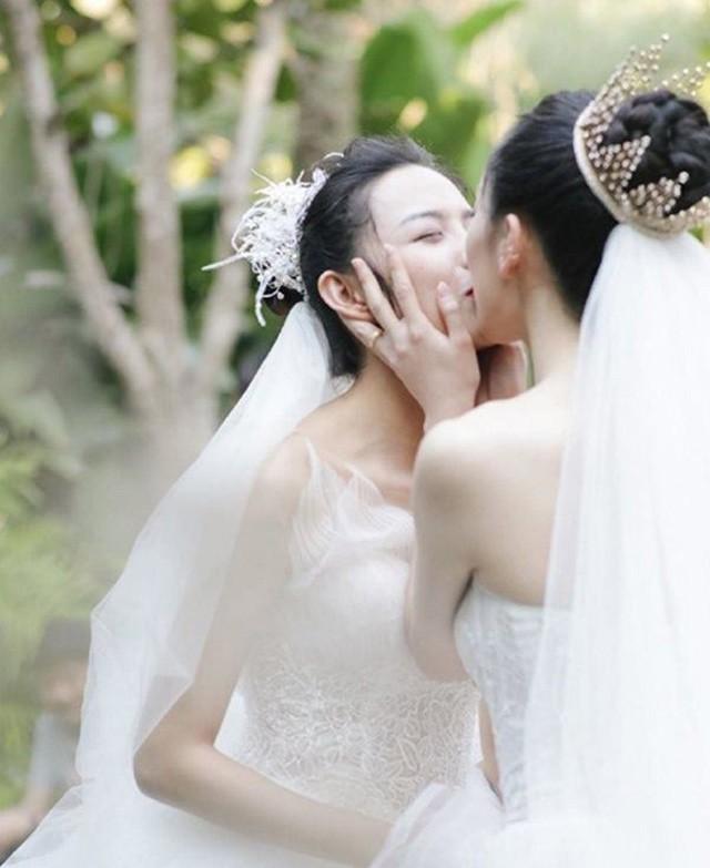 5 cặp đôi đồng tính nữ khiến trai tiếc nuối vì quá đẹp: Việt Nam cũng có 1 đôi! - Ảnh 2