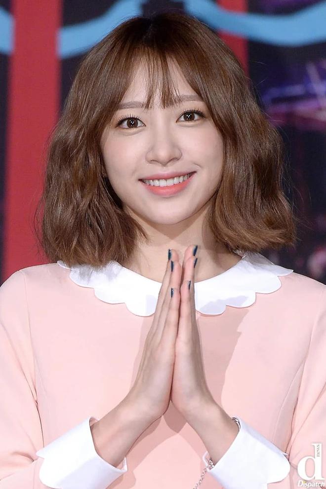 Lisa, Taeyeon và nhiều mỹ nhân Hàn chuộng làm tóc xoăn ngắn - Ảnh 5