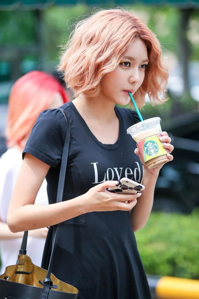 Lisa, Taeyeon và nhiều mỹ nhân Hàn chuộng làm tóc xoăn ngắn - Ảnh 7