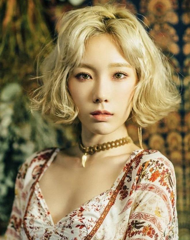 Lisa, Taeyeon và nhiều mỹ nhân Hàn chuộng làm tóc xoăn ngắn - Ảnh 9