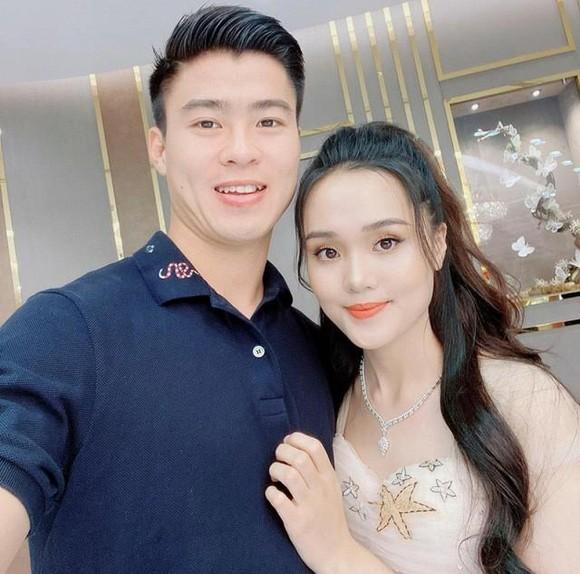 """Nàng WAGs Việt chuẩn rich kid """"học đòi"""" mang bầu giống vợ Duy Mạnh - Ảnh 6"""