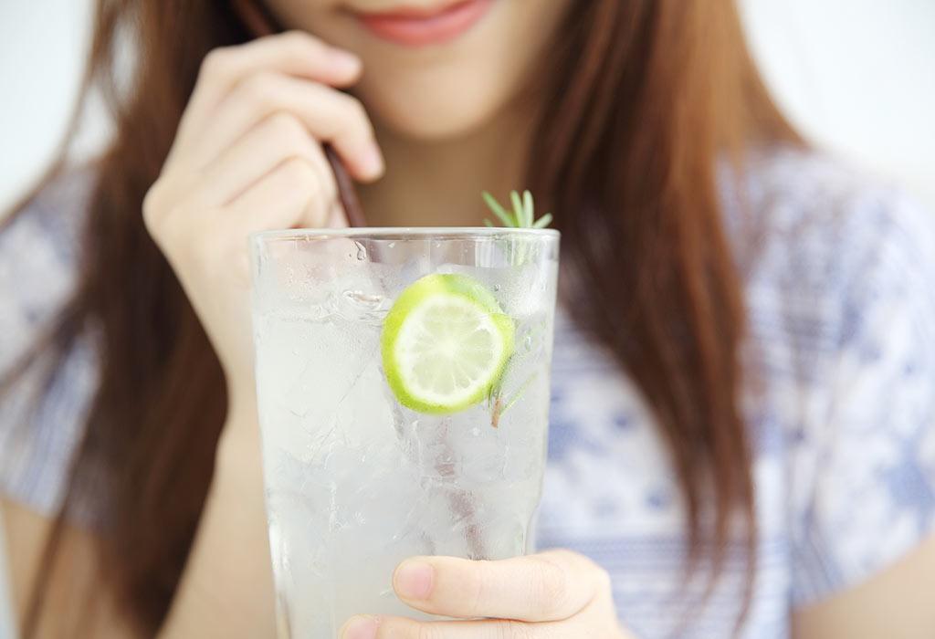 Uống nước chanh giúp bổ sung vitamin cho mùa dịch, nhưng 4 đối tượng này thì không nên uống - Ảnh 1