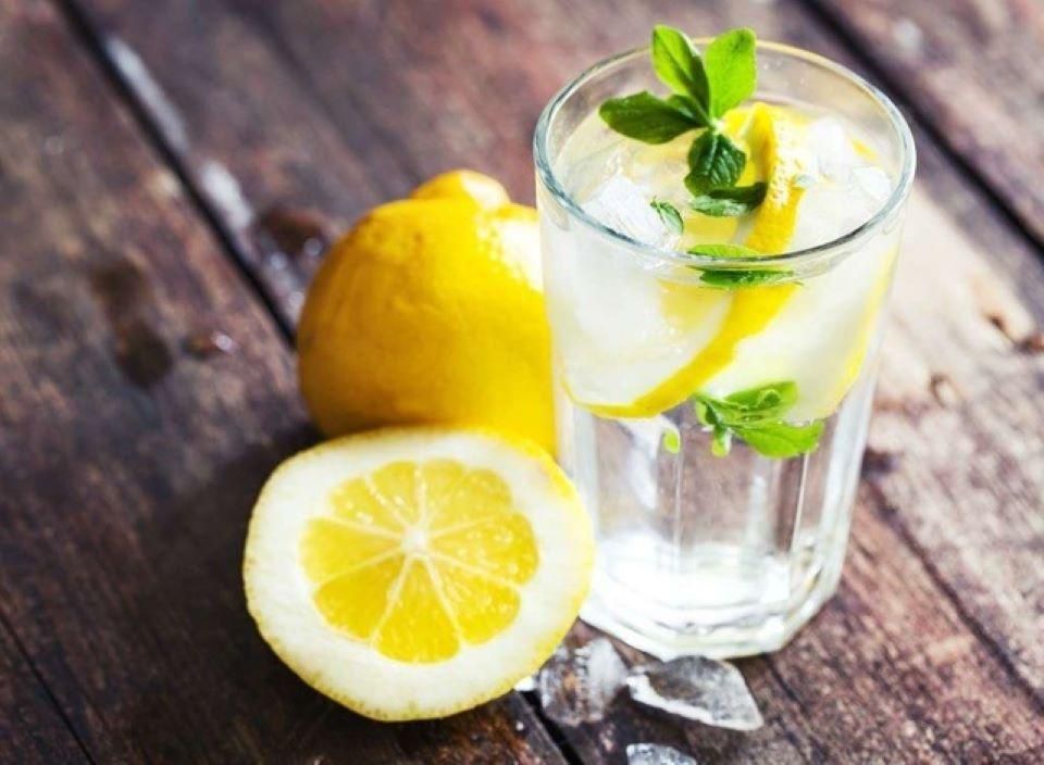 Uống nước chanh giúp bổ sung vitamin cho mùa dịch, nhưng 4 đối tượng này thì không nên uống - Ảnh 2