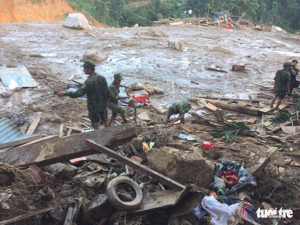 Nỗi đau thấu trời tại Trà Leng: Về làng tìm cha mẹ, cô học trò sụp đổ bên 2 nấm mồ - Ảnh 3