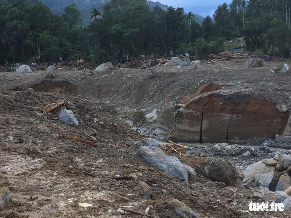 Nỗi đau thấu trời tại Trà Leng: Về làng tìm cha mẹ, cô học trò sụp đổ bên 2 nấm mồ - Ảnh 2