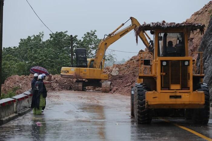 Nghệ An: 2 người bị lũ cuốn trôi mất tích, nhiều nhà cửa ngập sâu - Ảnh 2