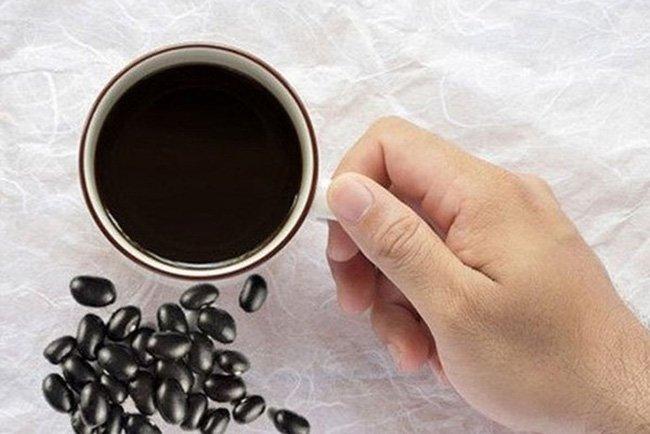 Chuyên gia dinh dưỡng tiết lộ: Khung giờ vàng uống nước đỗ đen rang giúp đẹp da, mượt tóc, giữ gìn vóc dáng chuẩn - Ảnh 1
