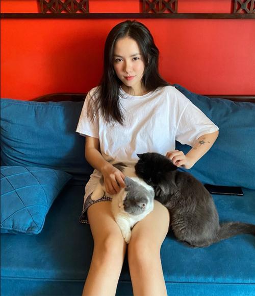 Mỹ nhân Việt khoe đồ mặc nhà: Người sexy, kẻ xuề xòa - Ảnh 11