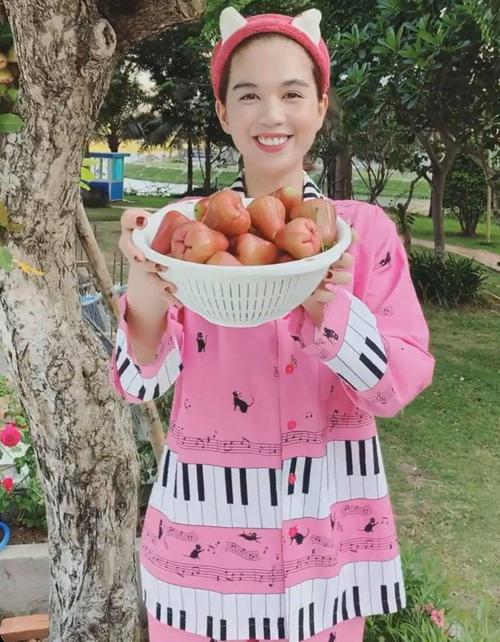 Mỹ nhân Việt khoe đồ mặc nhà: Người sexy, kẻ xuề xòa - Ảnh 3