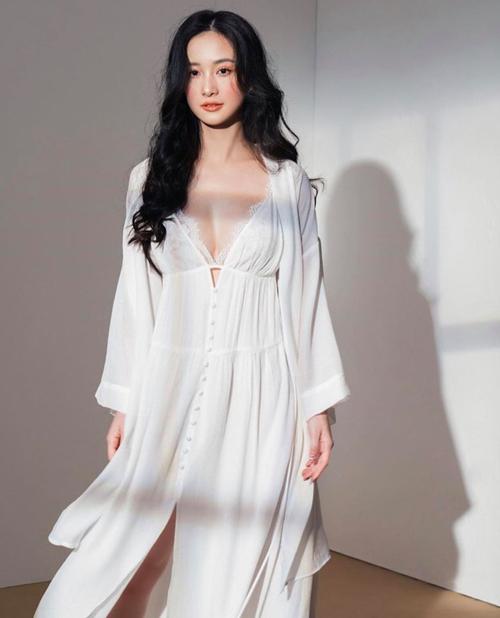 Mỹ nhân Việt khoe đồ mặc nhà: Người sexy, kẻ xuề xòa - Ảnh 7