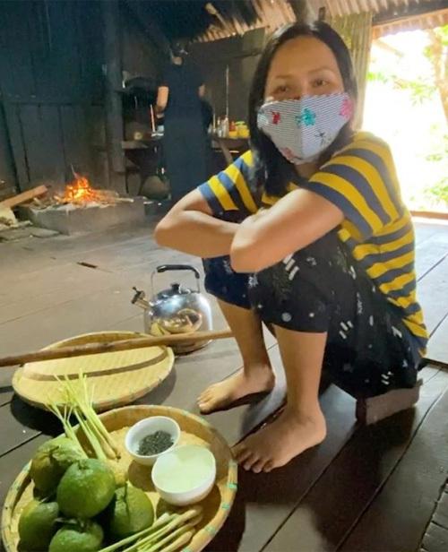 Mỹ nhân Việt khoe đồ mặc nhà: Người sexy, kẻ xuề xòa - Ảnh 8