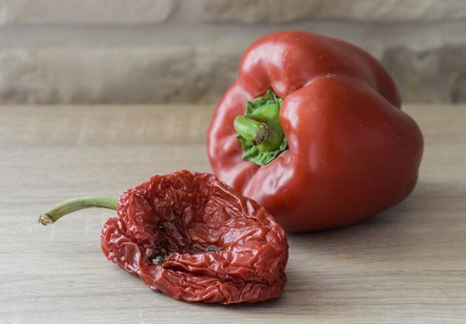 Tích trữ thực phẩm mùa dịch Covid: Thấy 1 trong những dấu hiệu sau phải bỏ đi ngay, kẻo rước bệnh vào người - Ảnh 1