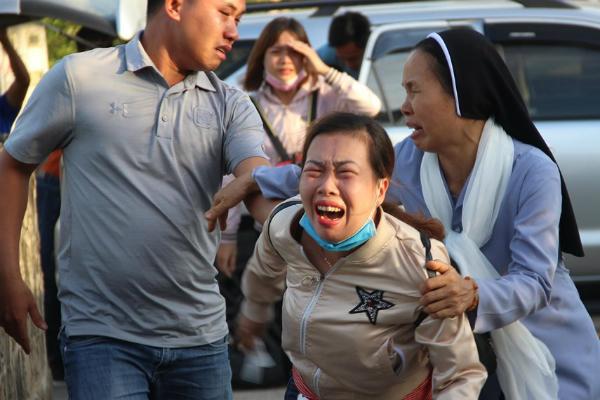 Đau đớn xé lòng tiếng khóc của gia đình phụ nữ đi cứu rừng bị thiêu cháy - Ảnh 3
