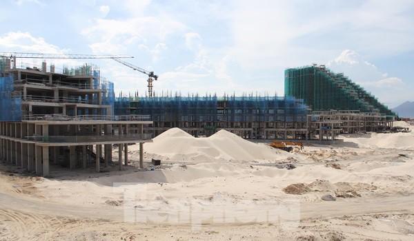 Pháp lý cho 'đứa con lai' condotel vượt thẩm quyền Bộ Xây dựng - Ảnh 1