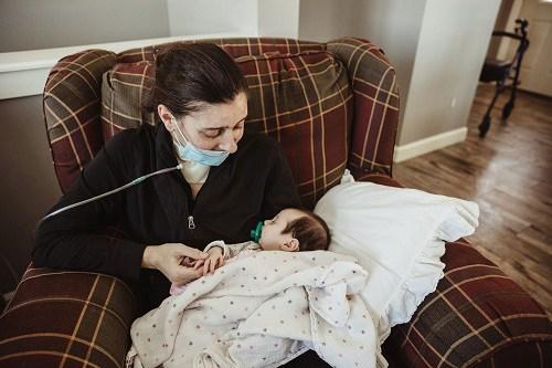Mẹ bầu mắc Covid-19 rơi vào hôn mê, tỉnh dậy con đã gần 3 tháng tuổi - Ảnh 1