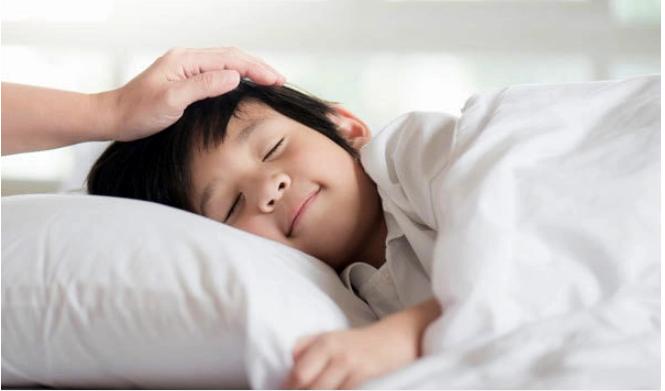 Đánh thức con dậy trước 6 giờ là dại: Sai lầm kinh điển của nhiều cha mẹ khiến bé thấp lùn, còi cọc - Ảnh 1