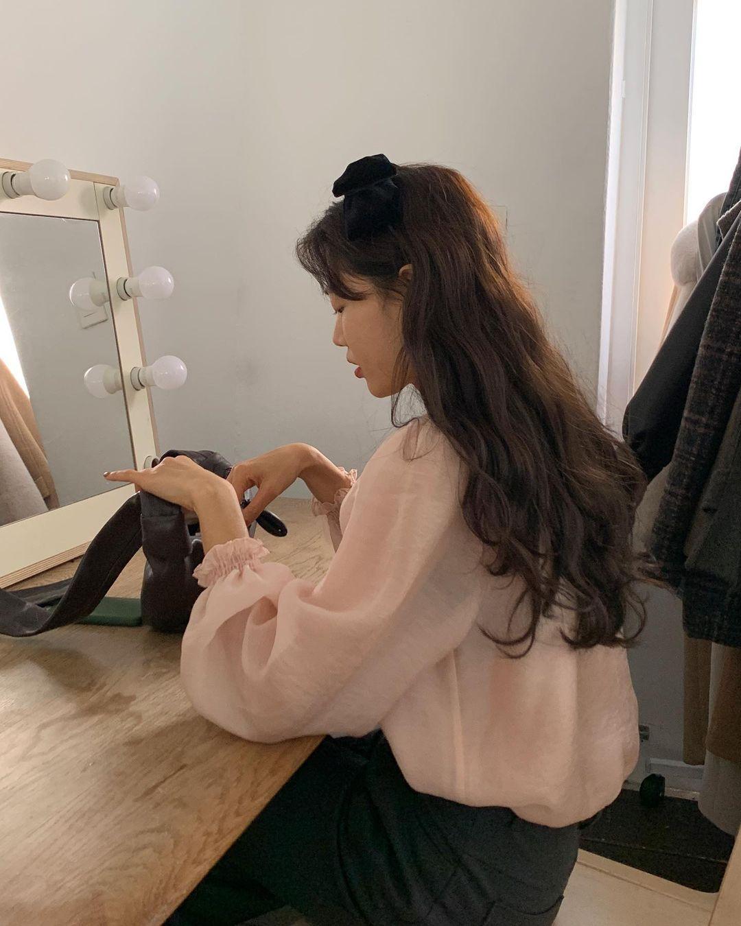 Thợ làm tóc 'hết hồn' khi thấy cách các nàng tự uốn xoăn giả tại nhà, bảo sao tóc đã không đẹp lại còn hư tổn nặng nề - Ảnh 6