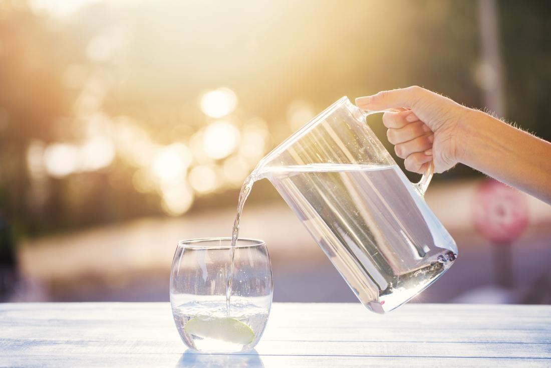 70% cơ thể là nước, uống nước nhiều có lợi cho sức khỏe nhưng nhất định phải nhớ 3 lưu ý quan trọng kẻo thận bị 'tàn phá nghiêm trọng' - Ảnh 1