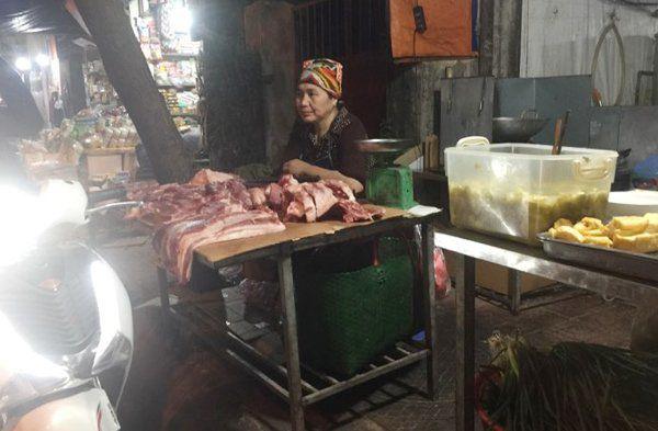 Giá thịt lợn đột ngột bật tăng trở lại, tiểu thương lo ngại giá có thể lập đỉnh mới - Ảnh 1