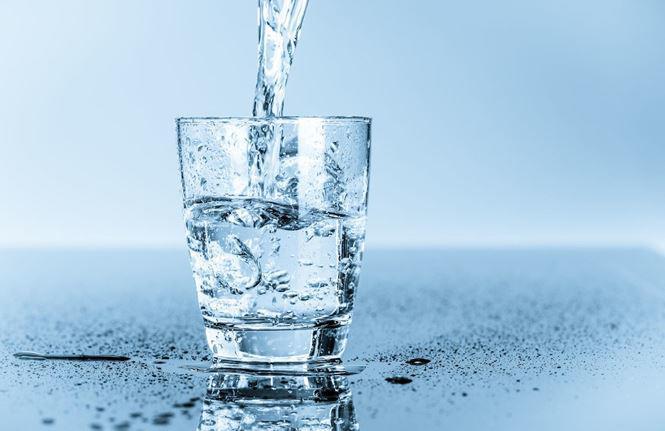 4 khung giờ uống nước lọc giải nhiệt cơ thể, thải độc cho gan thận - Ảnh 1
