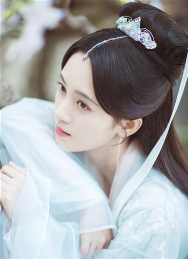 BXH nữ minh tinh Hoa Ngữ được yêu thích nhất tháng 5: Địch Lệ Nhiệt Ba dẫn đầu, Dương Tử chưa có phim ra mắt nhưng vẫn là Á quân - Ảnh 2