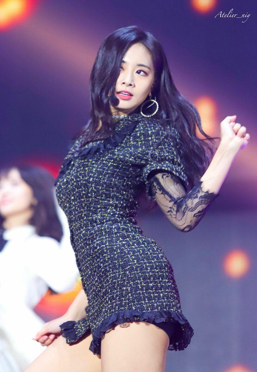 Những bộ váy áo giá rẻ chứng minh Tzuyu là 'idol bình dân' - Ảnh 5
