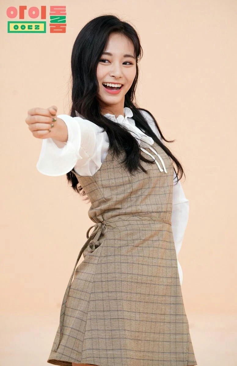 Những bộ váy áo giá rẻ chứng minh Tzuyu là 'idol bình dân' - Ảnh 9