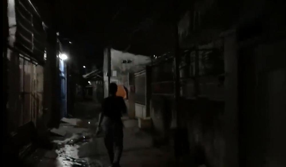 Nửa đêm hiu hắt, Trang Trần 'đổ bộ' Biên Hòa đánh anti-fan trung niên - Ảnh 5