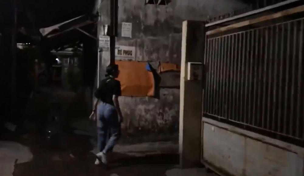 Nửa đêm hiu hắt, Trang Trần 'đổ bộ' Biên Hòa đánh anti-fan trung niên - Ảnh 6