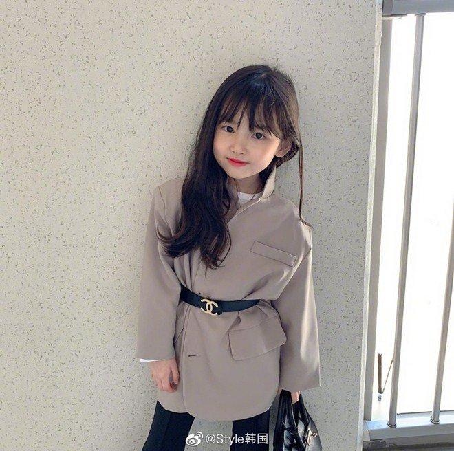 Cô bé xinh xắn có thần thái như Hoa hậu, ảnh đời thường thì ngược lại - Ảnh 11