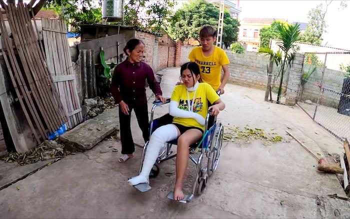 Con trai Bà Tân Vlog bị chỉ trích vì mang tính mạng ra đùa cợt trong video mới - Ảnh 2