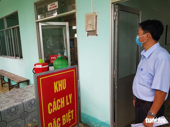 2 trò từ Campuchia trở về học, cách ly 58 học sinh và thầy cô giáo - Ảnh 2