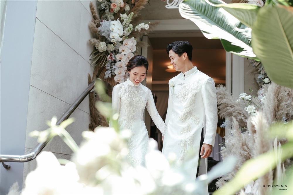 Bất ngờ về áo dài và váy cưới vợ Công Phượng mặc trong ngày đính hôn - Ảnh 3