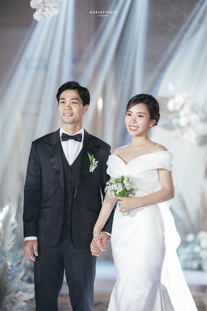 Bất ngờ về áo dài và váy cưới vợ Công Phượng mặc trong ngày đính hôn - Ảnh 6