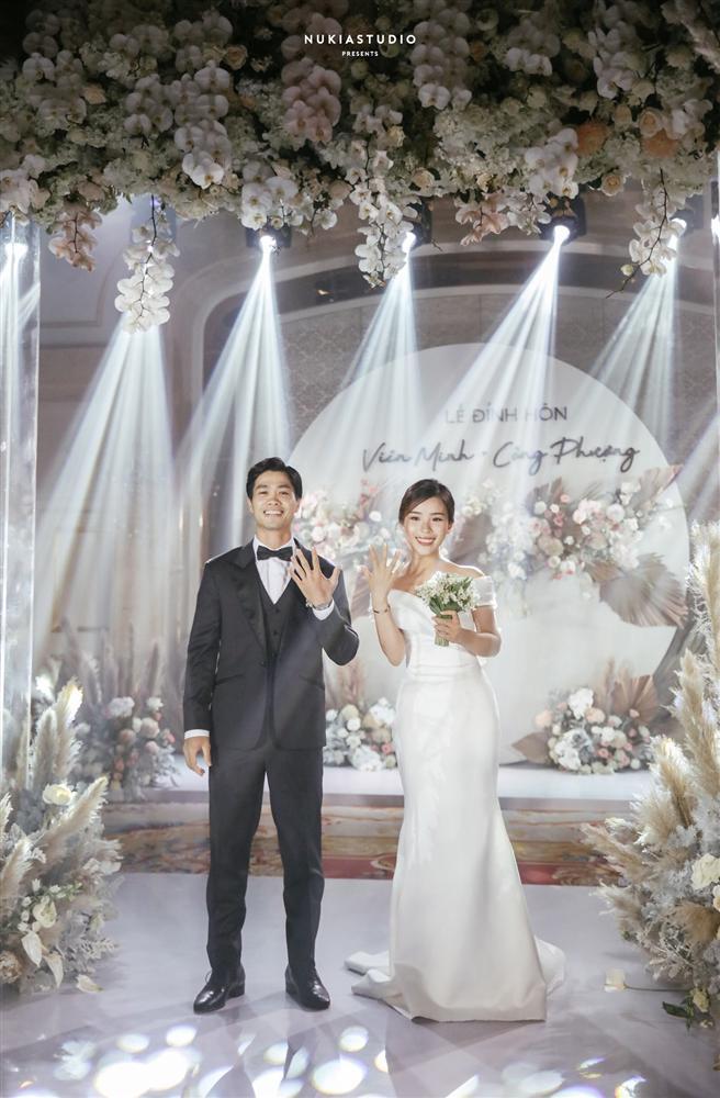 Bất ngờ về áo dài và váy cưới vợ Công Phượng mặc trong ngày đính hôn - Ảnh 7