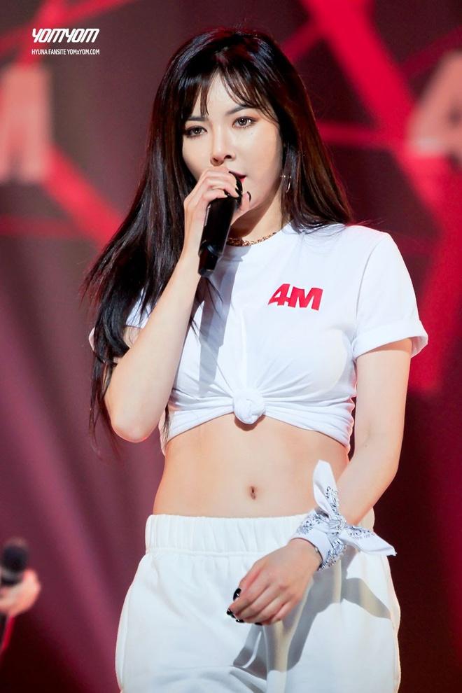 HyunA khoe vòng eo gợi cảm trong áo ngắn, bó sát cơ thể - Ảnh 4