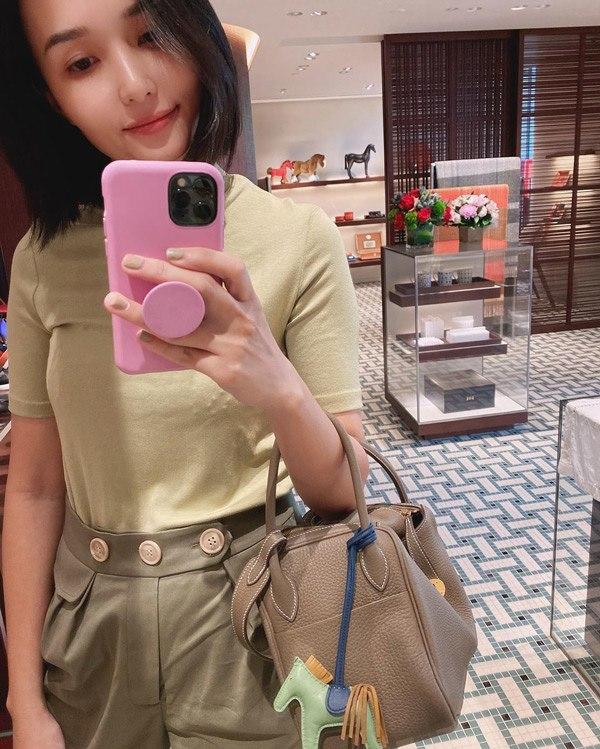 Chị gái công chúa béo Quỳnh Anh ăn mặc sang chảnh, túi Hermes nhiều hơn cả em gái - Ảnh 3