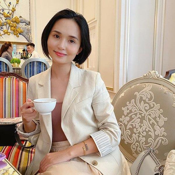 Chị gái công chúa béo Quỳnh Anh ăn mặc sang chảnh, túi Hermes nhiều hơn cả em gái - Ảnh 6