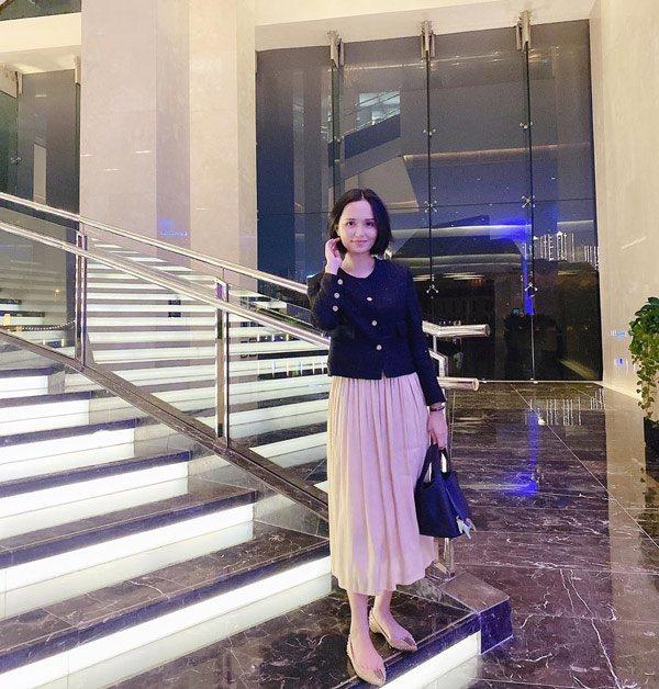 Chị gái công chúa béo Quỳnh Anh ăn mặc sang chảnh, túi Hermes nhiều hơn cả em gái - Ảnh 8