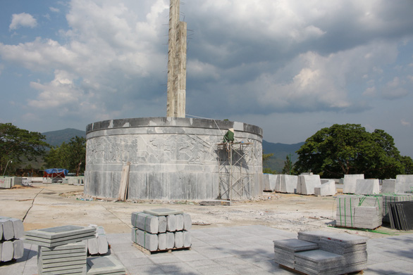 Huyện nghèo đang khẩn trương xây tượng đài 48 tỉ - Ảnh 1